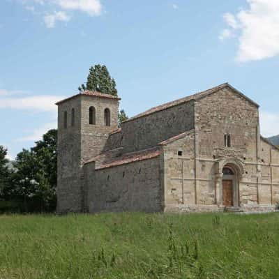 La facciata della Pieve romanica