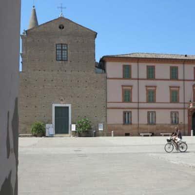 facciata e piazza della cattedrale